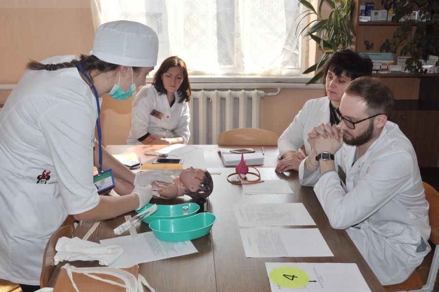 У Франківську студентки поборолися за звання кращої медичної сестри (ФОТО)