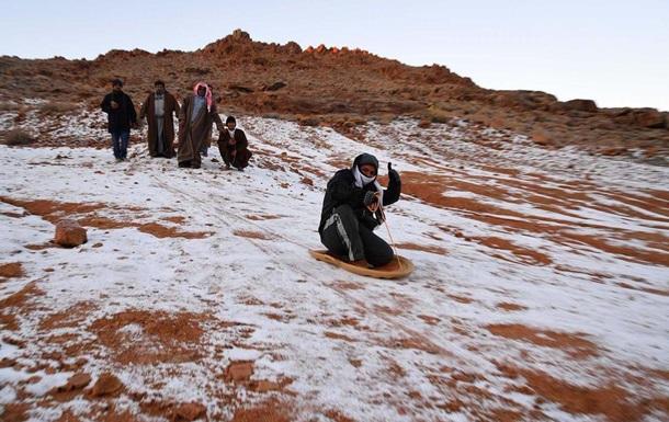 У Саудівській Аравії випав сніг (ФОТО, ВІДЕО)