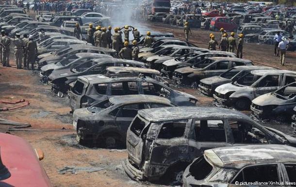 В Індії на масштабному авіашоу згоріли майже 300 авто (ВІДЕО)