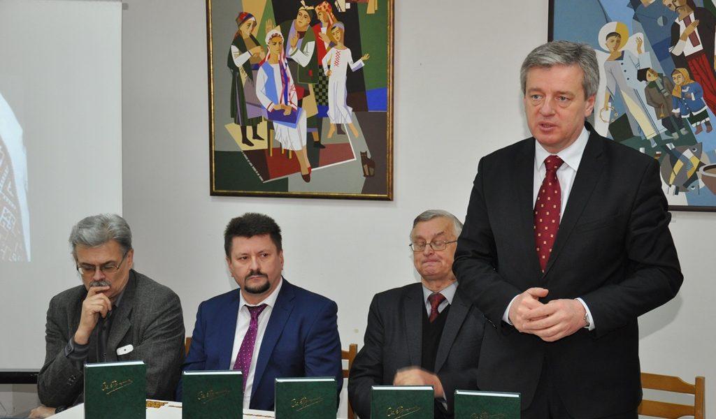 В Івано-Франківську читаннями вшанували пам'ять письменника Степана Пушика (ФОТО)