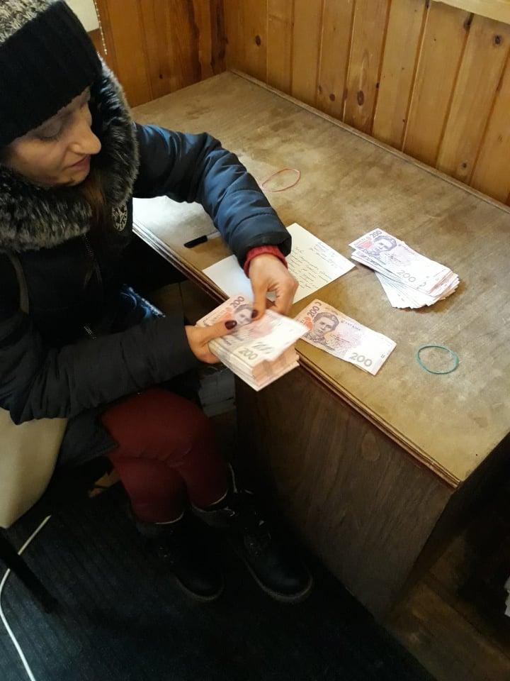 Прикарпатського боржника аліментів змусили сплатити 32 тисячі гривень (фотофакт)
