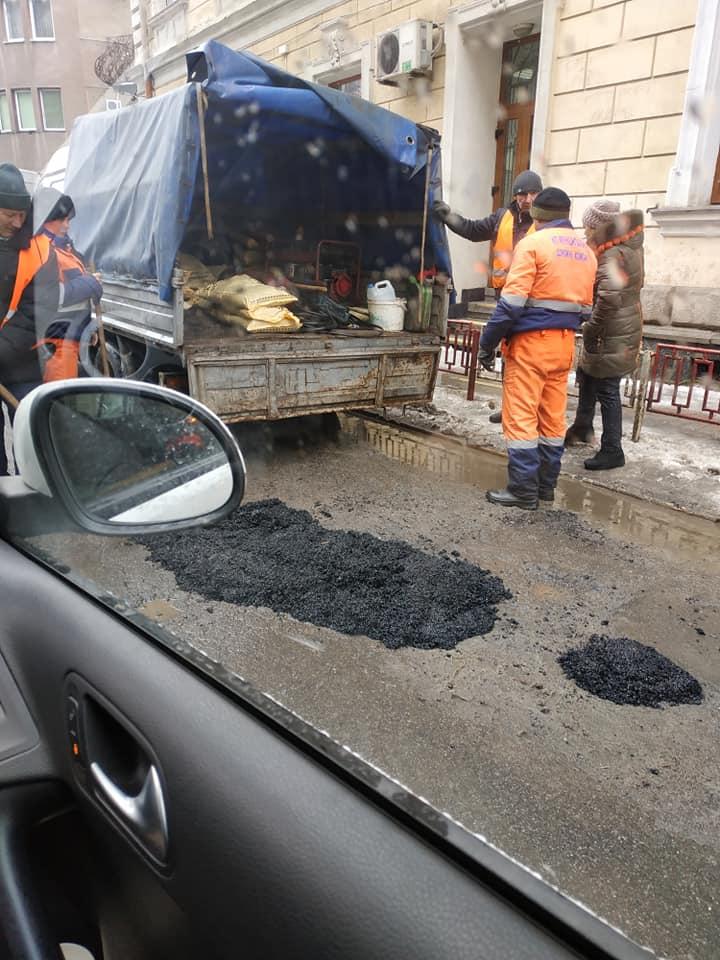 Зараз кардинально змінити стан доріг не вийде, – головний комунальник міста