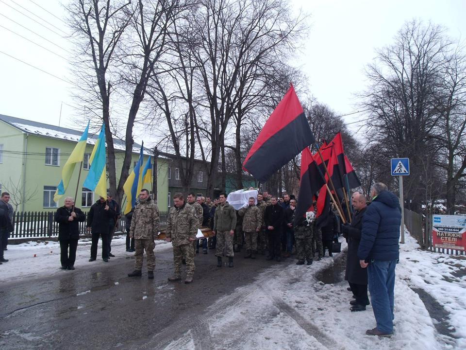 На Прикарпатті попрощалися з бійцем, який загинув на сході України (ФОТО)