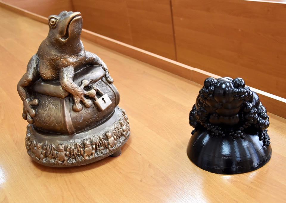У Франківську презентували ескізи пам'ятника жабі – переможця не обрали (ФОТО)