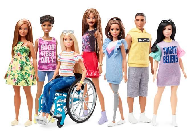 Виробник Барбі презентував ляльок із протезами та на інвалідному візку
