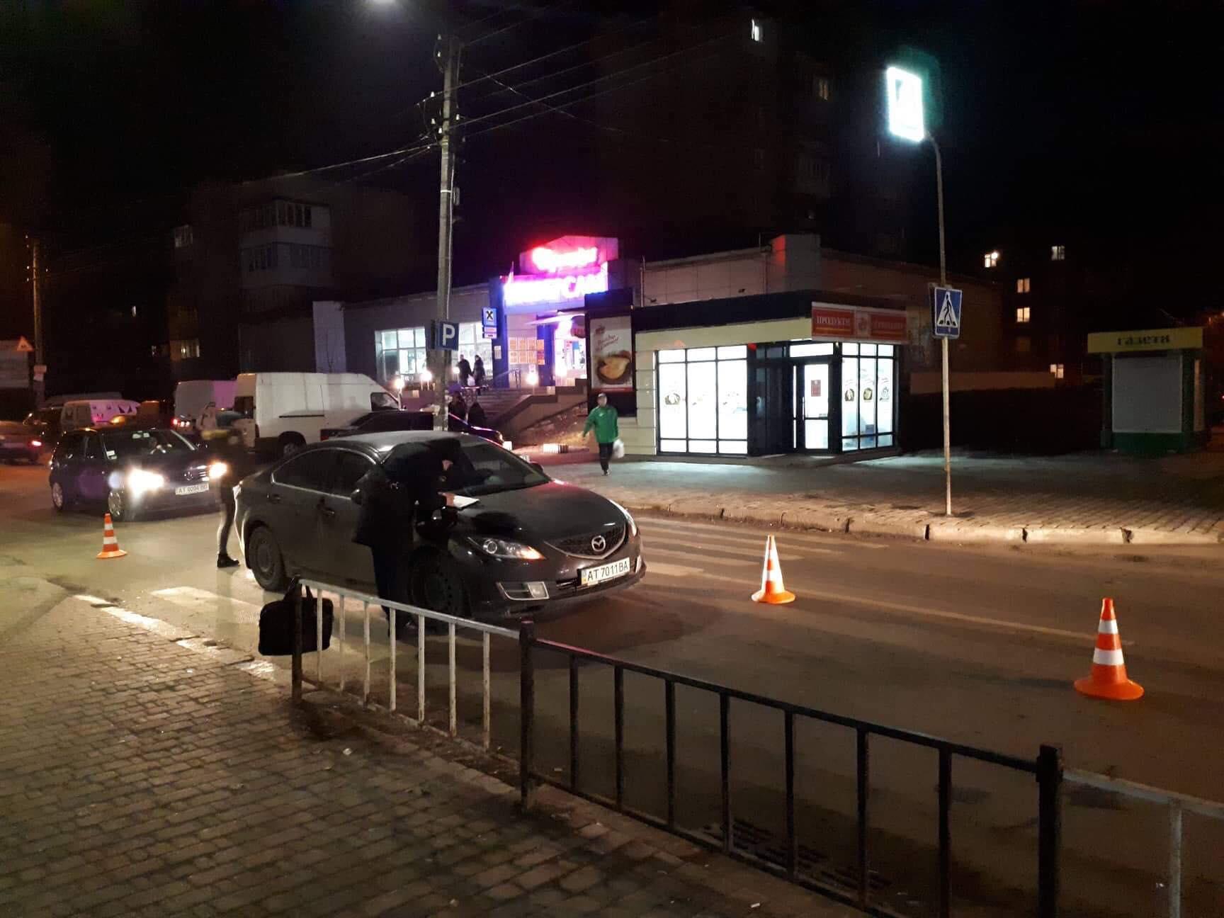 """Вечірня ДТП на """"Братах"""": іномарка збила чоловіка на пішохідному переході (фотофакт)"""