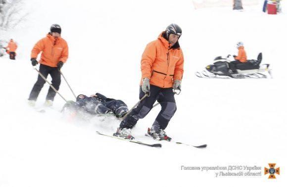 У Карпатах травмувався лижник