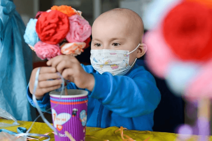 Франківців просять допомогти купити маски для онкохворих діток