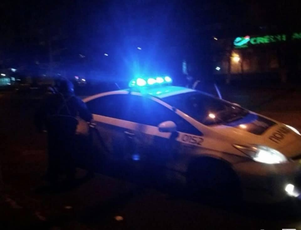 Правоохоронці затримали мерзотників-рецидивістів, які викрали людину та поглумилися над прапором у Коломиї (фоторепортаж)