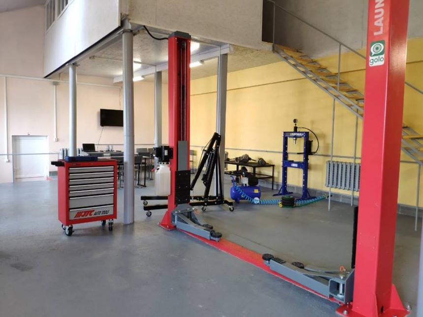У Коршівському ліцеї відкрили сучасну виробничу майстерню для слюсарів (ФОТО)