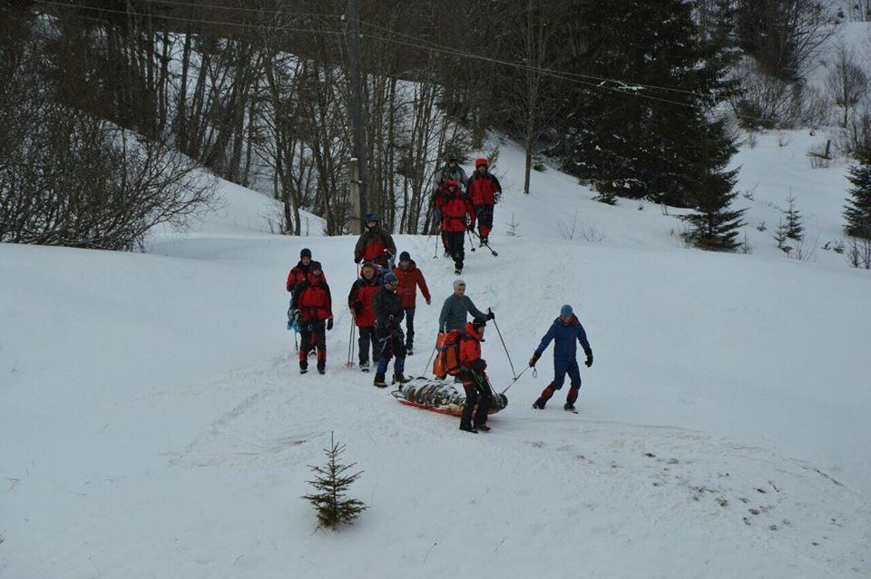 Всіх туристів спустили з гори Піп Іван і передали медикам – ДСНС