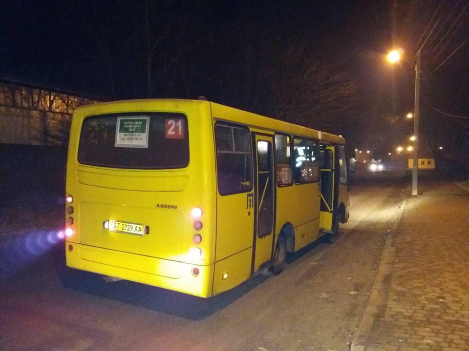 """У Франківську проінспектували маршрутки – один з автобусів """"пішов"""" на капремонт (фоторепортаж)"""
