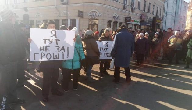 У Києві люди протестували проти проплачених мітингів. За гроші (ВІДЕО)