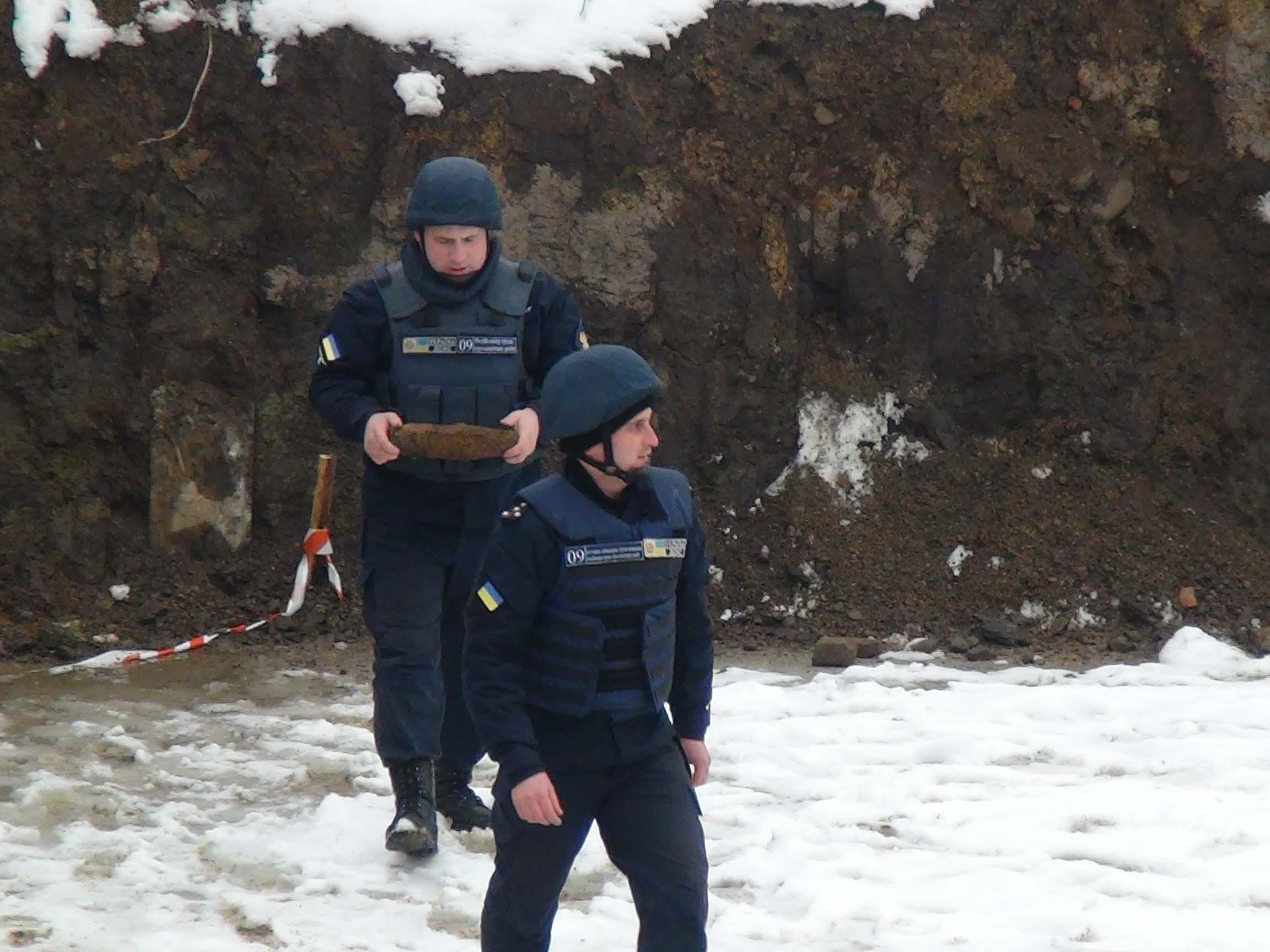 На Прикарпатті піротехніки знищили вибухонебезпечний предмет (ФОТО)