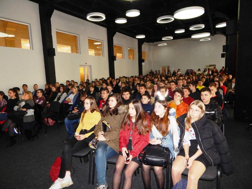 376 учнів та 274 студентів Франківська відвідалиярмарок кар'єри (ФОТО)