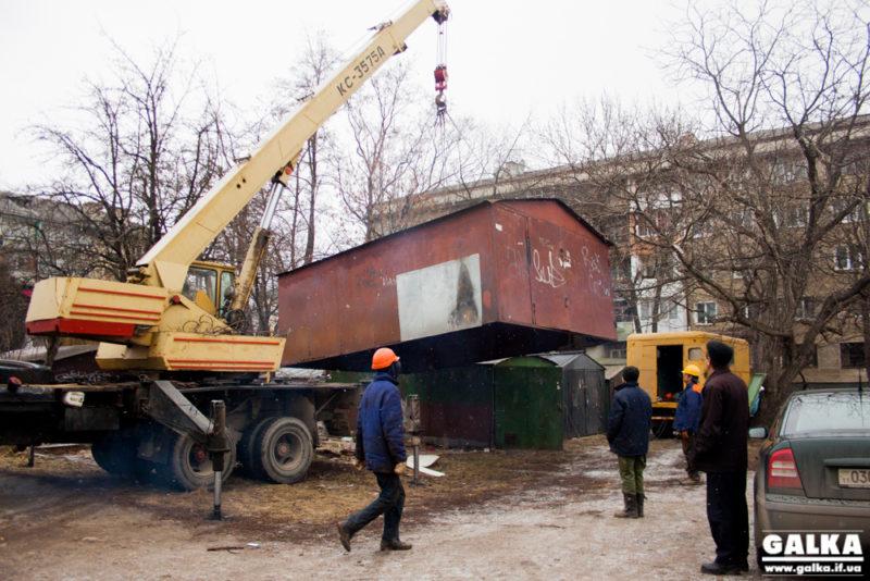 У Франківську демонтують 24 самовільно встановлені гаражі