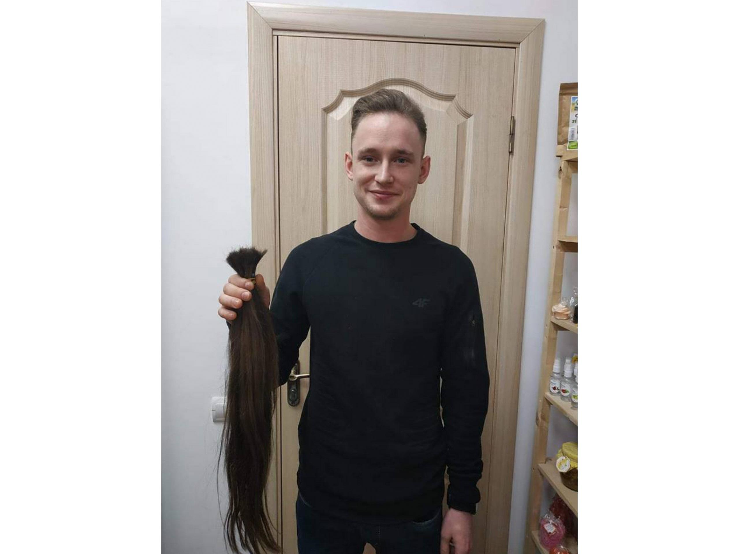 Музикант з Прикарпаття віддав своє волосся на перуку для онкохворої дитини (ФОТОФАКТ)