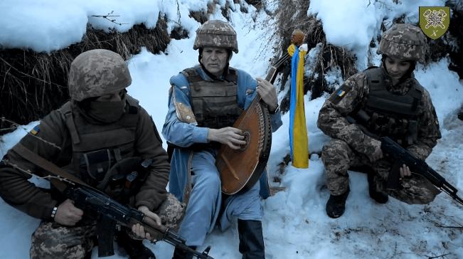 До бійців Коломийської 10-ї бригади на передову завітав відомий кобзар (ВІДЕО)