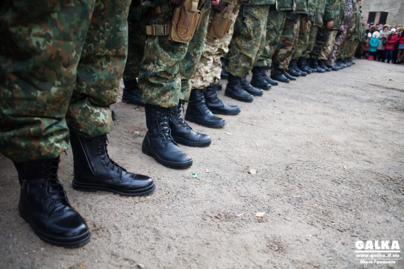 Порошенко доручив підняти зарплати військовим коломийської гірсько-штурмової бригади