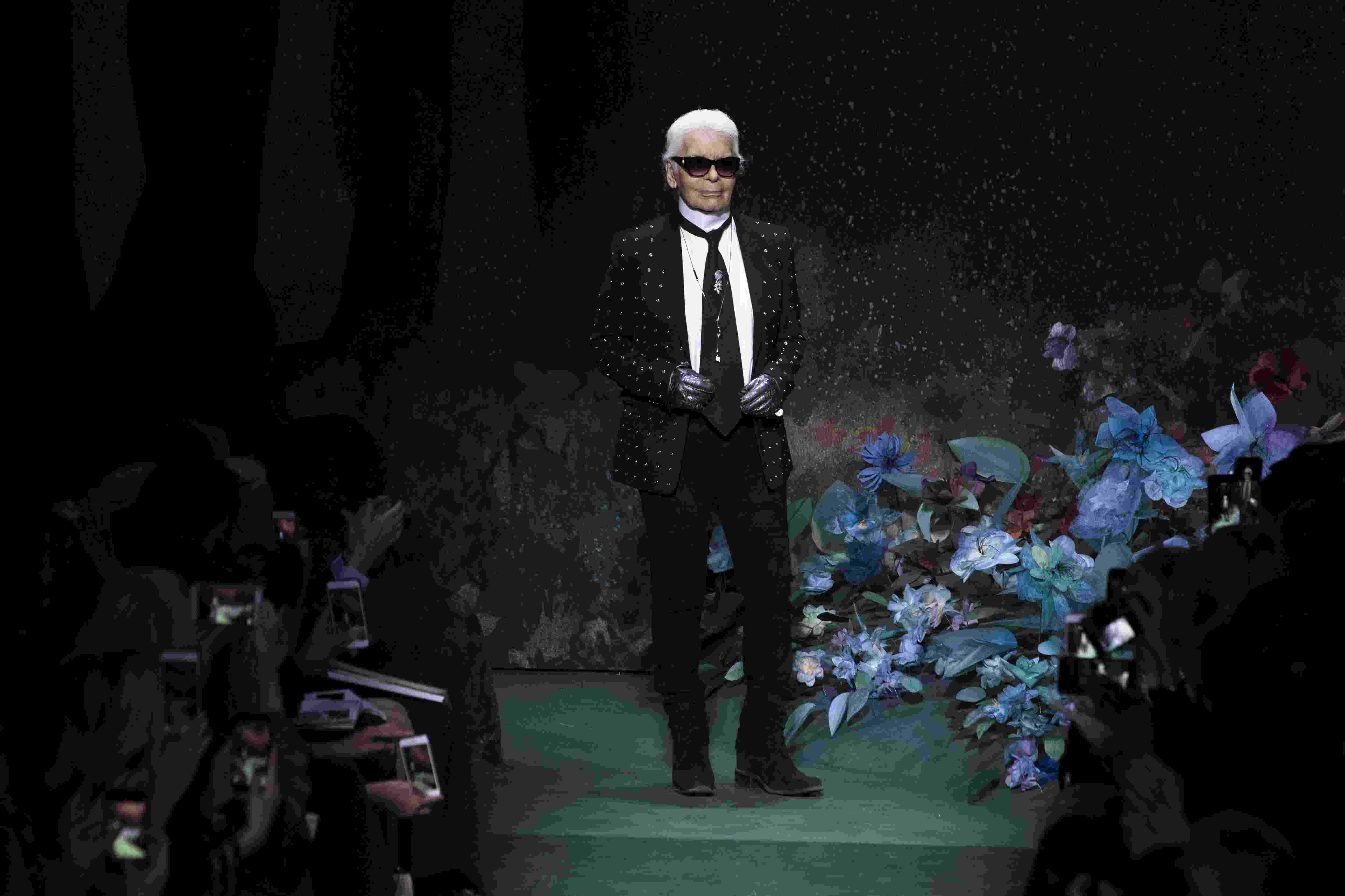 Пішов з життя легендарний модельєр Карл Лагерфельд