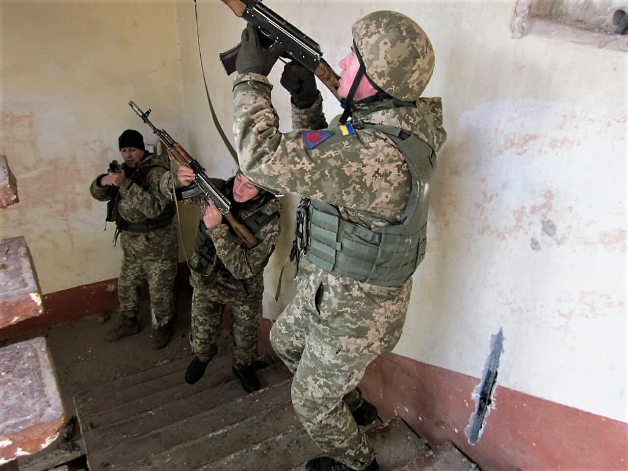 На Прикарпатті командири підрозділів охорони Повітряних Сил підвищують бойову майстерність (фоторепортаж)