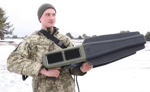 Військові випробували радіокомплекс, який може блокувати будь-які дрони (ВІДЕО)