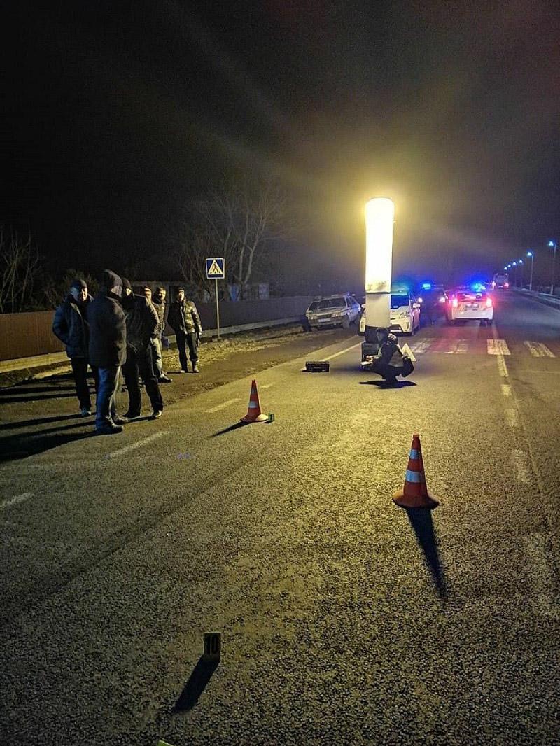 На Прикарпатті селяни хотіли влаштувати самосуд над водієм BMW X5, який збив ровериста (ФОТО, ВІДЕО)