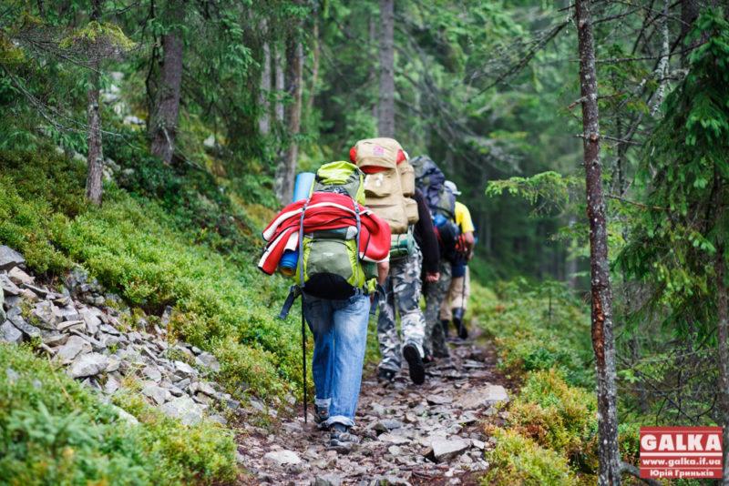 Стан доріг та завищені ціни: що турбує туристів, які приїжджають на Прикарпаття