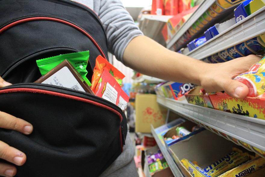 15-річна дівчина намагалася поцупити товар з франківського магазину