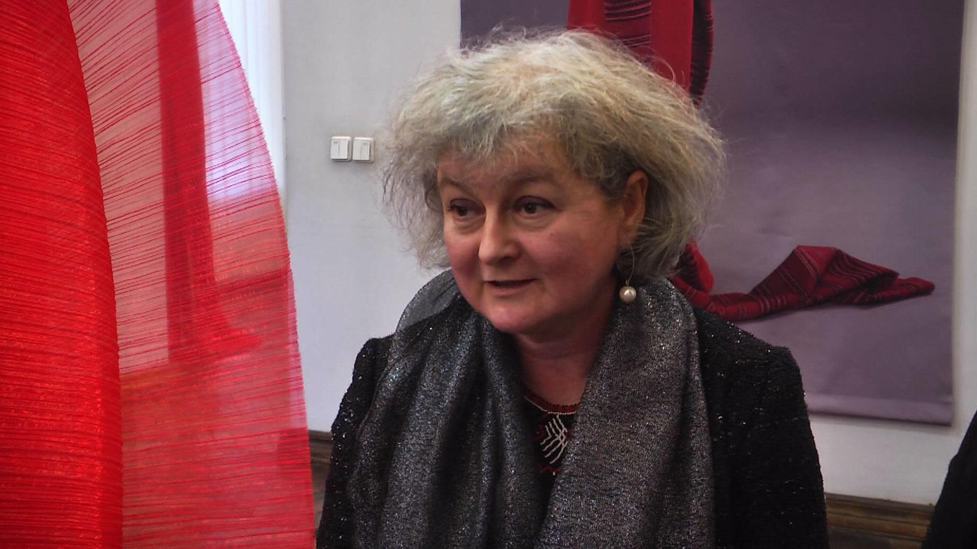 Польська мисткиня, надихнувшись гуцулами, створила колекцію монументального одягу (ВІДЕО)
