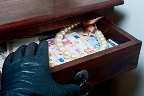 З квартири франківки винеси золото та понад 200 тисяч гривень