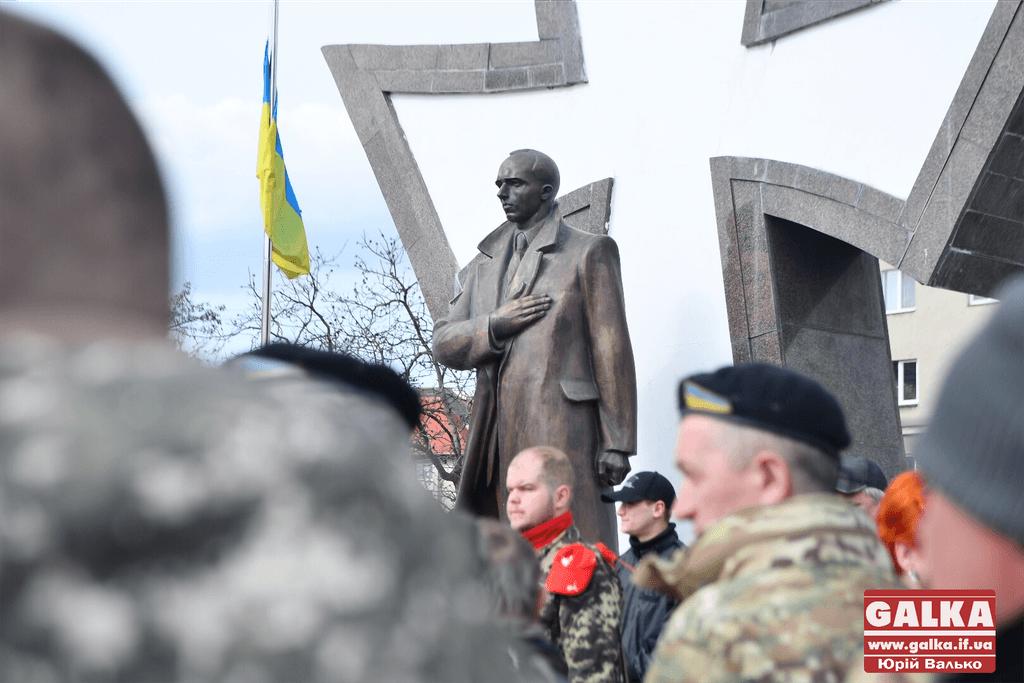 В Івано-Франківську ходою та панахидою вшанували українських добровольців (ФОТОРЕПОРТАЖ)