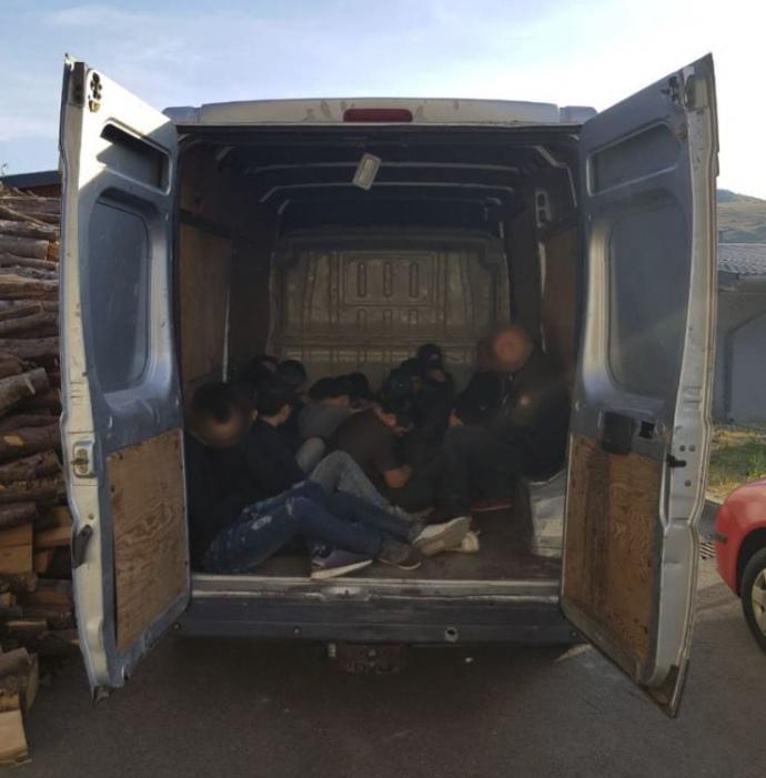 В Україні викрили потужний канал нелегальної міграції в ЄС. Обшуки зачепили Прикарпаття (ФОТО, ВІДЕО)