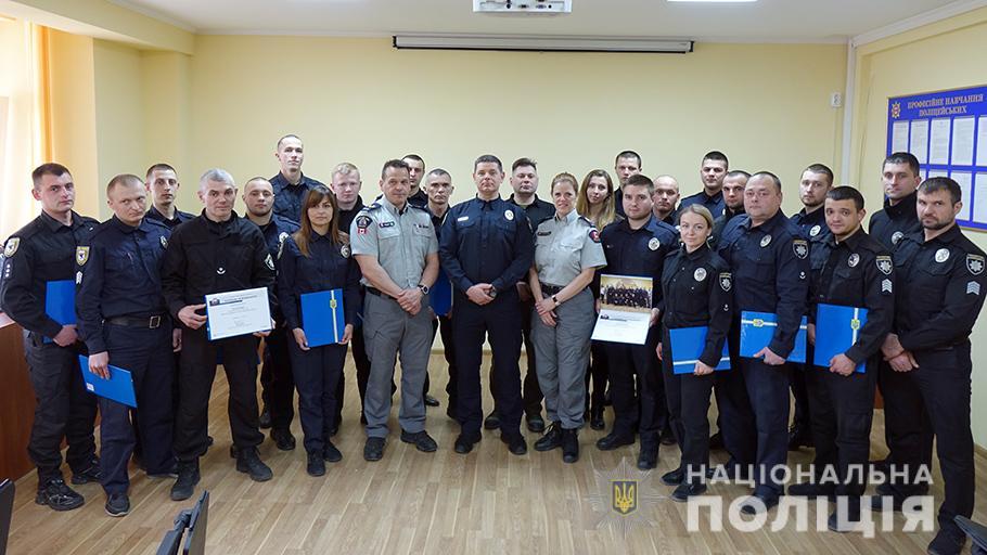 Канадські правоохоронці вчили прикарпатських колег діяти у кризових ситуаціях (ФОТО)