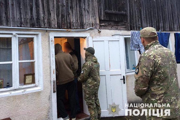 Маріупольцям, які проти волі утримували 32 людей на Прикарпатті, загрожує до 12 років ув'язнення