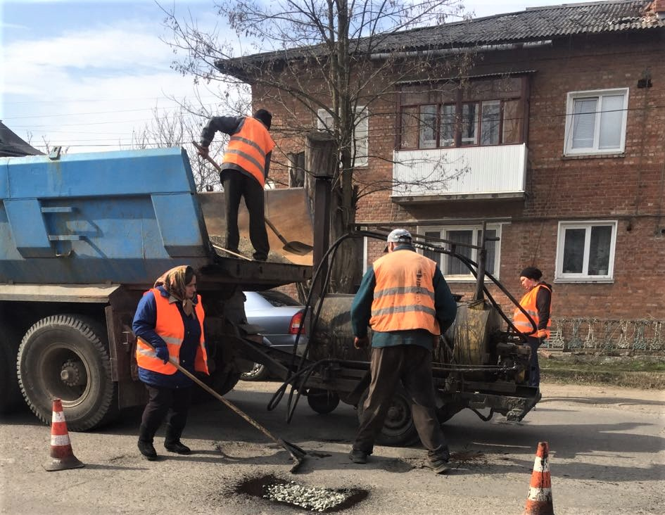 На Франківщині триває ремонт доріг державного значення (ФОТО)