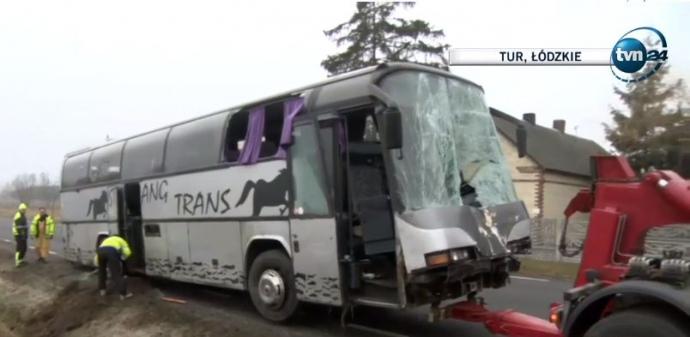 У Польщі перекинувся автобус з українцями, є жертви (ФОТО)