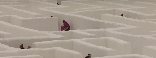 У Канаді створили найбільший у світі сніговий лабіринт (ВІДЕО)