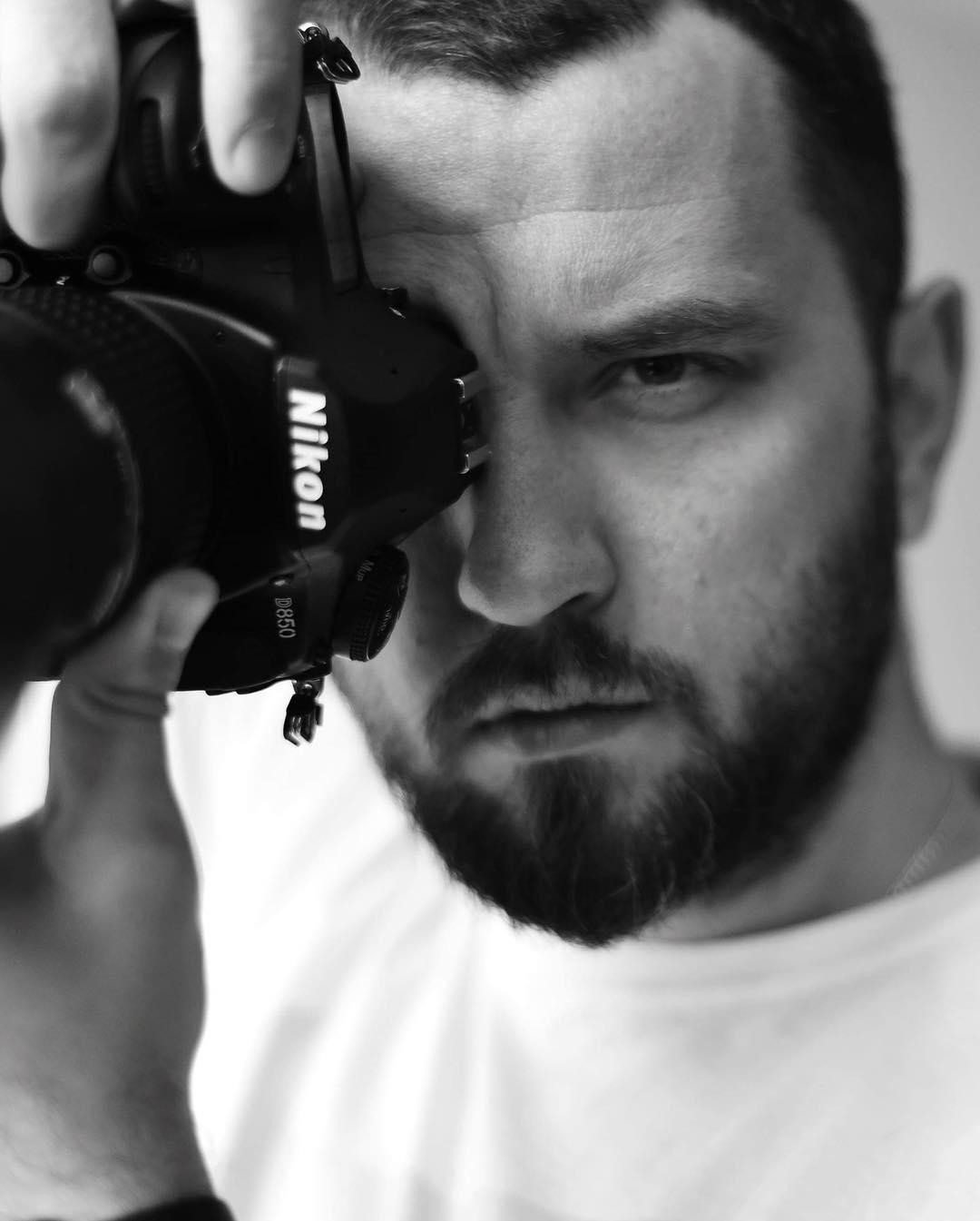 Як відомий франківський митець допомагає людям полюбити себе за допомогою фототерапії (ФОТО)