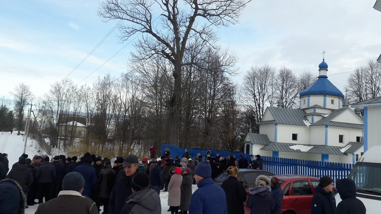 Суд зобов'язав поліцію відкрити провадження за ніби то перешкоди УПЦ Московського патріархату на Богородчанщині