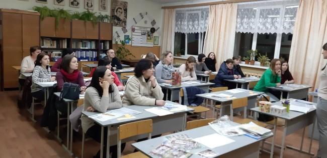 """У Івано-Франківську батькам школярів провели тренінг """"Стоп булінг"""""""