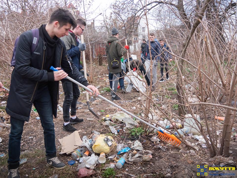 #trashtag: небайдужі коломияни приєдналися до всесвітнього флешмобу зі прибирання сміття (ФОТО)