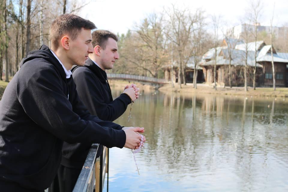 Як франківські семінаристи їздять на скейтах, ходять у світшотах та ведуть блог про Бога (ФОТО, ВІДЕО)