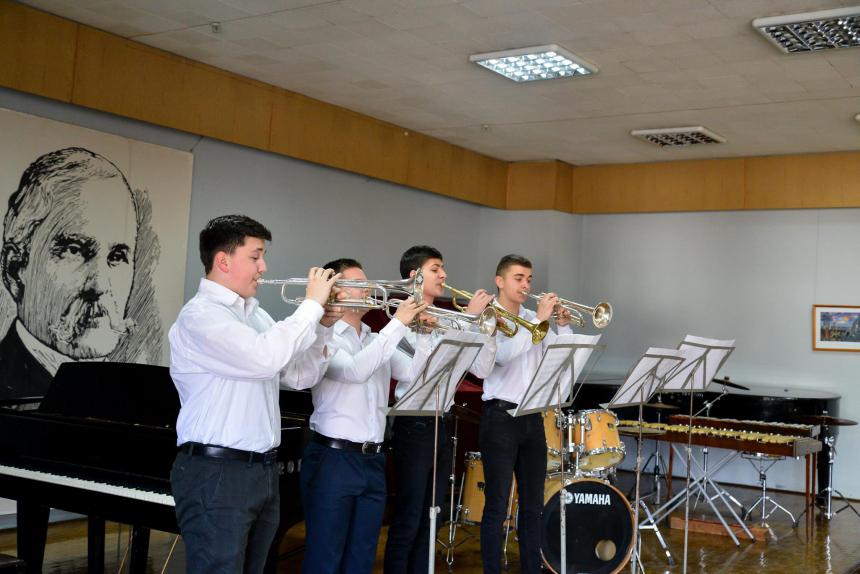 В Івано-Франківську кілька сотень юних музикантів продемонстрували свою майстерність (ФОТО)