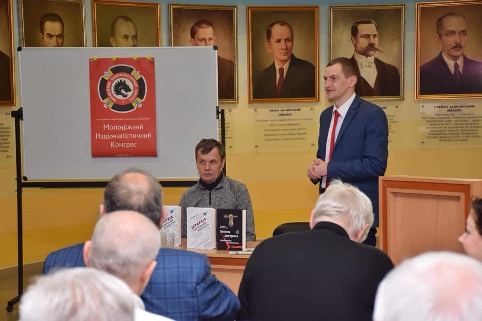 Відомий журналіст презентував в Івано-Франківську книгу про національну перспективу України (фоторепортаж)
