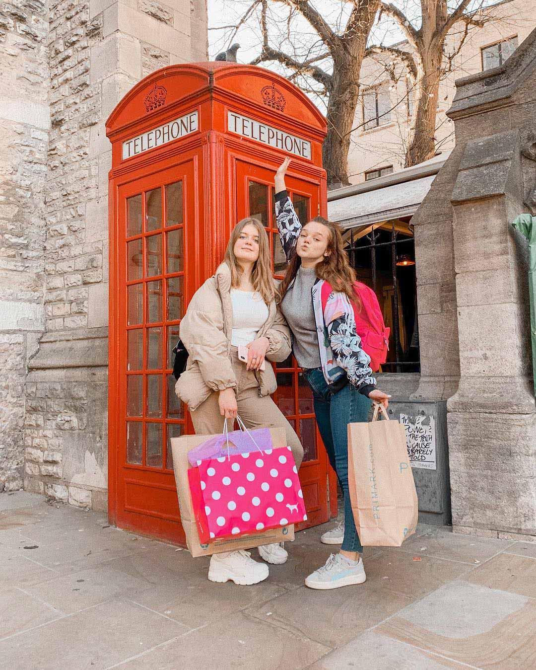 Що дві юні франківські блогерки забули в Оксфорді? (ФОТО)