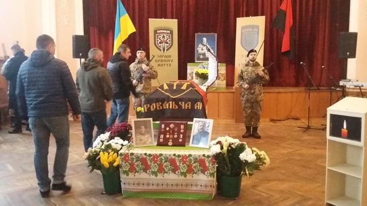 """Сотні франківців прийшли попрощатися з волонтером """"Госпітальєрів"""" Сергієм Морозом (ФОТО)"""