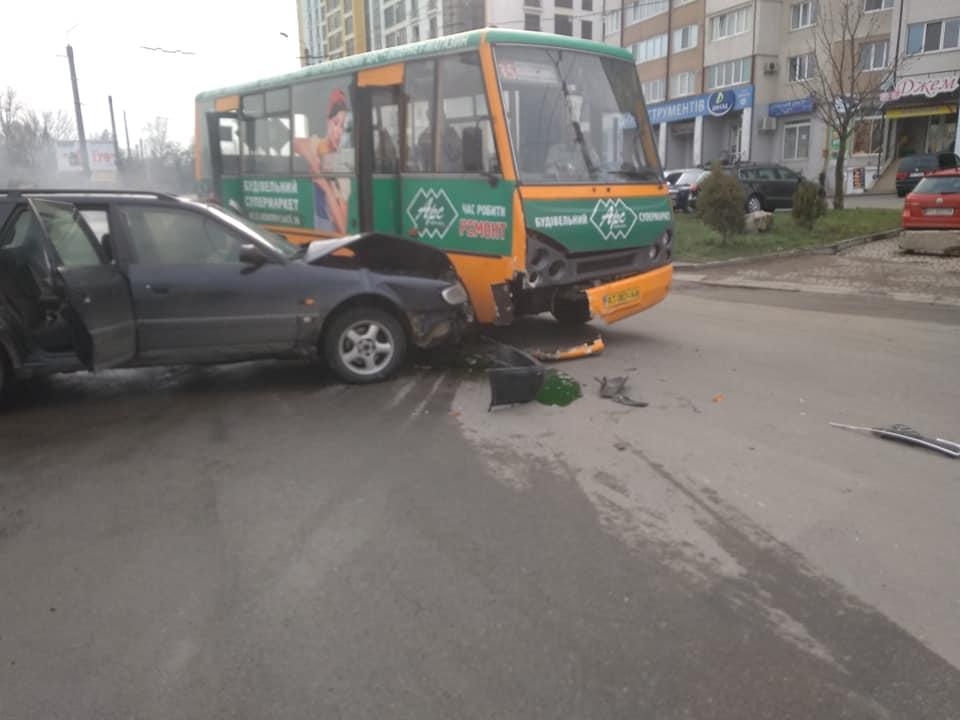 На Івасюка водій-порушник зіткнувся з маршруткою (ФОТО)