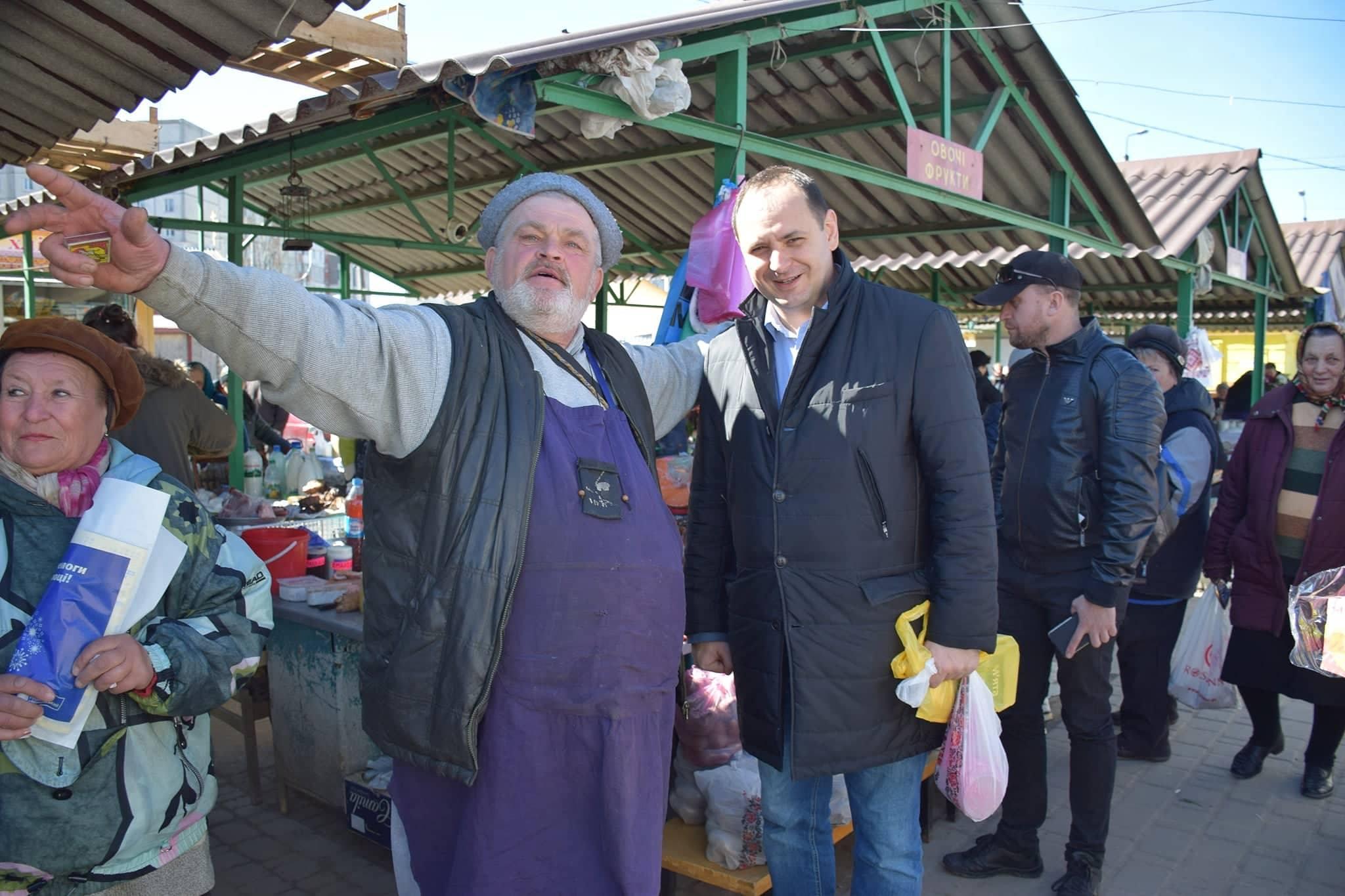 """Марцінків показав, як скуповувався на """"Гранд-базарі"""" (фоторепортаж)"""