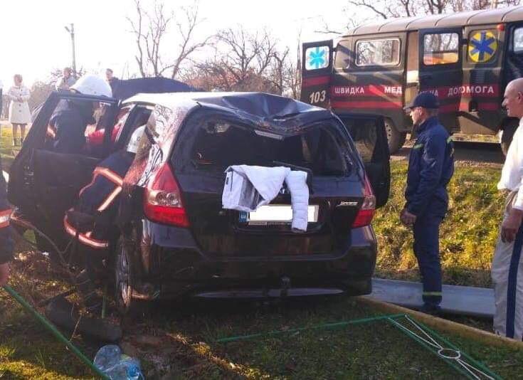 На Долинщині автомобільз'їхав у кювет. Травмованих вирізали рятувальник (ФОТО)